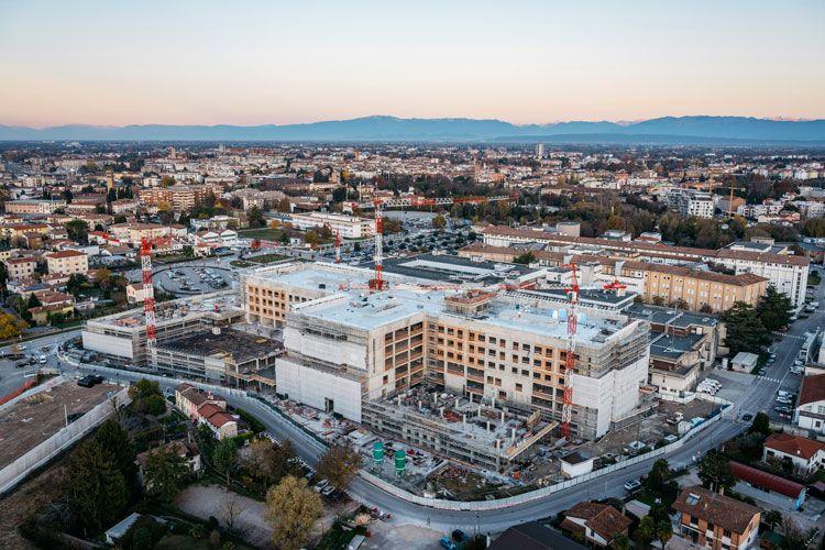 LA CITTADELLA DELLA SALUTE - Un nuovo polo sanitario altamente tecnologico che nasce dal rinnovamento e ampliamento dell'ospedale di Treviso